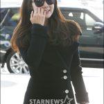 女優チェ・ジウ、空港ファッション
