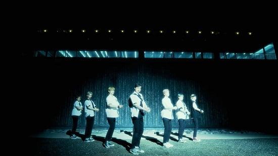 Stray Kids 1stフルアルバム「GO生」に収録した自作曲『Easy』M/V公開