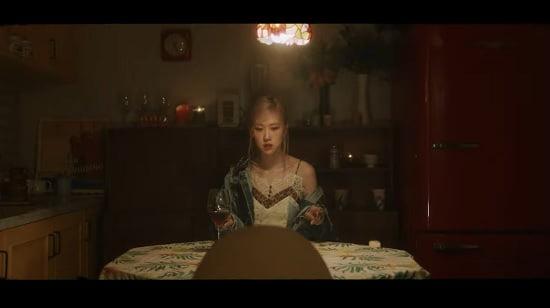 BLACKPINKロゼ 『Gone』M/V公開
