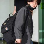 防弾少年団 ワールドツアーのため日本へ出国、空港にファン殺到
