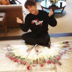 イ・ジュンギ ファンからもらった花のプレゼントに囲まれた写真を公開