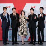 チョ・ジョンソク&ユ・ヨンソクら出演、ドラマ「賢い医師生活2」制作発表会に出席